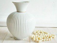 Kleine  weiße Kugelvase  von van der Field  auf DaWanda.com