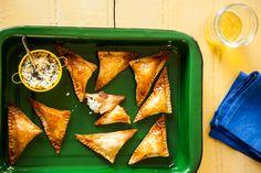 Pastel assado é leve e você ainda sai ganhando no quesito praticidade: faz menos sujeira na cozinha!