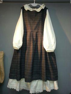 Olive Linen Story-* Lithuania Linen Inc. Muslim Fashion, Modest Fashion, Hijab Fashion, Boho Fashion, Girl Fashion, Fashion Dresses, Modest Dresses, Modest Outfits, Timeless Fashion
