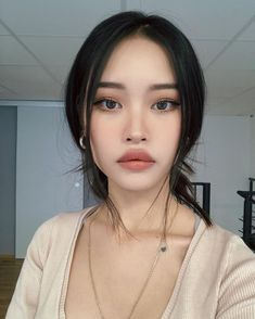 Natural makeup also requires some makeup skills. Take a look at our best natural makeup looks pictures. Hope to give you inspirational ideas. Asian Makeup Looks, Korean Natural Makeup, Korean Makeup Look, Asian Eye Makeup, Natural Makeup Looks, Skin Makeup, Beauty Makeup, Hair Beauty, Cute Makeup