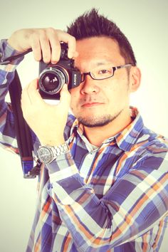 ゲスト◇鹿野 貴司(Shikano Takashi)1974年東京都生まれ。多摩美術大学映像コース卒業。さまざまな職業を経てフリーランスのカメラマンになり、埼玉県立芸術総合高校非常勤講師も務める。写真集に『甦る五重塔 身延山久遠寺』『感應の霊峰 七面山』『山梨県早川町 日本一小さな町の写真館』(以上、平凡社)がある。