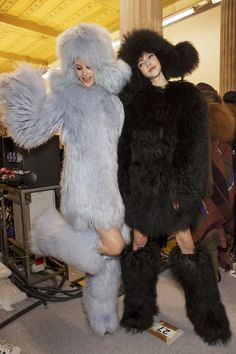 Glamorous Fergie, Fur Fashion, Fashion Show, Girly Outfits, Cute Outfits, Prom Hair Down, Fluffy Sweater, Autumn Fashion 2018, Fur Boots