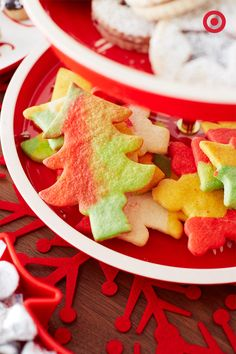 Add color to your plate of holiday treats with some yummy Tie-dye Cookies. These delicious sweets are super easy to bake (and eat)!