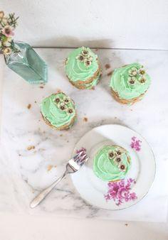 Mini pistachio Buckwheat cakes - Sugar Thumb
