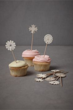 Cupcake toppers. I so want to make these myself!