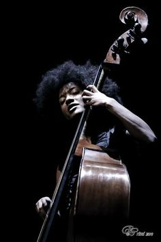 Photos from Esperanza Spalding (esperanzaspalding) on Myspace Jazz Artists, Jazz Musicians, Esperanza Spalding, Willie Dixon, Musician Photography, Guitar Tattoo, Tattoo Art, Bass Guitar Lessons, Guitar Painting