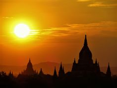 La vallée de bagan au coucher du soleil Myanmar 2014
