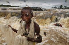 L'organisation World Press Photo a dévoilé récemment les clichés les plus importants de l'année 2011. C'est le cliché de Samuel Aranda qui a été plébiscité pour la photo de l'année. Tous les autres images retenues sont à découvrir dans la suite de l'article.
