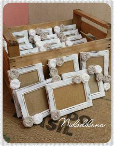 Cornici shabby chic. Realizzate a mano con fiori in lino e yuta. Photo frames facebook.com/nidodilana