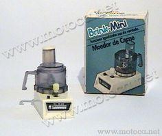 Moedor de Carne. Linha Brink-Mini, Brinquedos Rei. Estes objetos faziam parte de uma outra linha de brinquedos de corda, com eletrodomésticos para a cozinha.