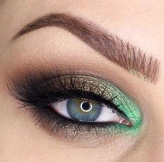 dark metallic eye with old gold + pop of Color Me Beautiful, Gorgeous Eyes, Gorgeous Makeup, Green Eyeshadow, Makeup For Green Eyes, Eye Makeup Tips, Makeup Ideas, How To Apply Eyeliner, In This World
