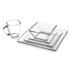 Libbey Clear glass and square shapes makes this contemporary dinnerware a perfect addition to any table setting. Plastic Dinnerware, Porcelain Dinnerware, Clear Glass Plates, Glass Dishes, Glass Kitchen, Kitchen Decor, Kitchen Items, Kitchen Things, Chef Kitchen