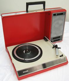 Restored 1970s Philips 22GF403 portable record player on eBay