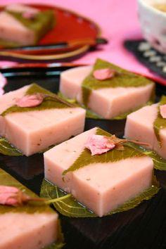 Japanese Wagashi, Japanese Sweets, Japanese Food, Asian Desserts, Cute Food, Confectionery, Korean Food, Chocolate Desserts, Mochi