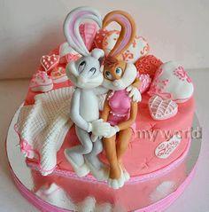 Tarta de cumple con los personajes de dibujos: Bugs Bunny y Lola