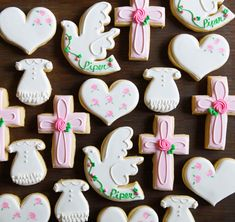 I jumped at the opportunity to make some baptism cookies last week.the parents have been so good to . Cross Cookie Cutter, Cross Cookies, Baptism Party Girls, Christening Cookies, Confirmation Cakes, Reindeer Cookies, First Communion Party, Cookie Brownie Bars, Kinds Of Cookies