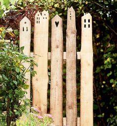 Wooden Slats, Wooden Fence, Garden Gates, Garden Art, Amazing Gardens, Beautiful Gardens, Design Jardin, Diy Fence, Garden Cottage