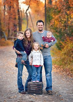 Caralee Case Photography.  Family Pictures.  Fall colors.  Portraits.  Family of 5 Pose.