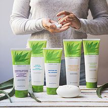 These Aloe based SKIN Care Line has made my hair silky and SKIN Milky! I love the Shampoo, Conditioner, and Body Wash the most personally. Ask Me How to get yours! Herbalife Aloe, Herbalife Meal Plan, Herbalife Motivation, Herbalife Distributor, Herbalife Recipes, Herbalife Shake, Herbalife Nutrition, Herbalife Products, Nutrition Club