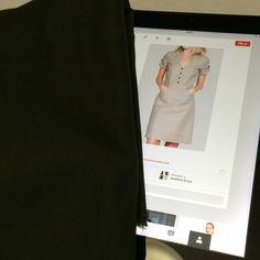 Mod 10: vestido beige con tela verde militar