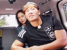 Song Ji Hyo and Kim Jong Kook, Running Man ep. © on gif Running Man Korea, Kim Jong Kook, My Youth, Squad Goals, Best Shows Ever, I Laughed, Gifs, Drama, Songs