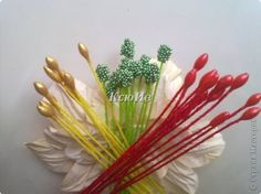 Scrap-ideas (stamens for flowers). Discussion on LiveInternet - Russian Online Diaries Service Faux Flowers, Beaded Flowers, Diy Flowers, Fabric Flowers, Flower Stamen, Gum Paste Flowers, Tissue Paper Flowers, Ribbon Art, Flower Center