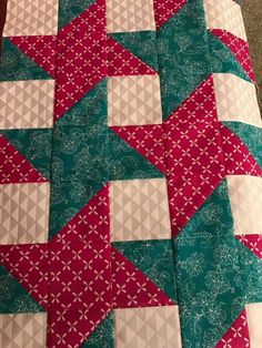 Half Square Triangle Quilts Pattern, Quilt Square Patterns, Scrap Quilt Patterns, Square Quilt, Easy Quilts, Small Quilts, Modern Quilt Blocks, Christmas Quilt Patterns, Patriotic Quilts