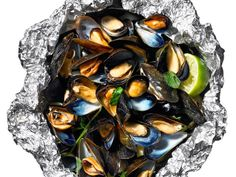 Spicy Steamed Mussels #FoilPacket #GrillingCentral