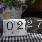 €17 Puinen ikikalenteri (musta)