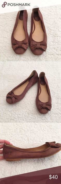 Brown Esther bow front Frye flats, size 7m Very good condition Frye Esther bow front flats in a size 7m. The exterior and interior are in great shape. The bottoms have some wearing, but does not affect the wearability. Great shoes, great quality, long lasting. Frye Shoes Flats & Loafers
