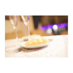 Estimados amigos #igersspain mis mejores deseos para este nuevo año. Dear #igers my best wishes for this year. #felizañonuevo #happynewyear #pozuelodealarcon #pozuelo #madrid #spain #uvas #brindis #toast #2017 #feliz2017 #happy2017 #picoftheday #photooftheday #igersmadrid #canon6d #35mm #light #luz #navidadencasa #christmas #home #casa