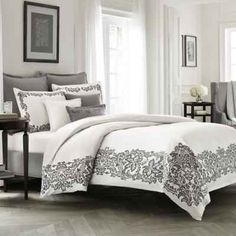 Wamsutta® Collection Luxury Italian-Made Alisa Duvet Cover in White/Grey