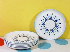 Vintage dish pattern. I just saw a whole set of this pattern at the antique mall.