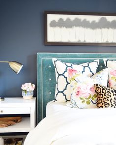 Can't believe how much I still love this navy blue accent wall!  Using it as an accent on one wall makes the room feel longer (larger) and the color envelopes you in for some restful sleep!  A full review of this color and 8 more are in the blog (link in profile - 2nd post down) 💙 All resources found @liketoknow.it or in the Home Resources page of my site under the bedrooms tab (guest room)!!  Hope your start to spring has been a good one🌷  http://liketk.it/2qMxY #liketkit