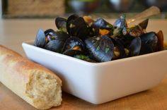 mussels in white wine, garlic, must add garlic, sourdough crunchy dipping bread,  same w/ the clams