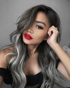 Balayage Hairstyles For Black Hair - Storm Gray Balayage Balayage has become extremely popular. Here are 25 different look for balayage for black hair that have swept us off our feet. Cabelo Ombre Hair, Grey Ombre Hair, Black To Grey Ombre, Grey Hair Streak, Bayalage Black Hair, Ombre Bayalage, Black And Grey Hair, Grey Balayage, Balayage Hair