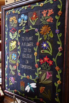 What began as a room in the shop owner's house has blossomed into a spacious oasis of creativity and quilting inspiration. Wool Applique Quilts, Wool Applique Patterns, Wool Quilts, Wool Embroidery, Felt Applique, Embroidery Stitches, Embroidery Patterns, Sewing Appliques, Print Patterns