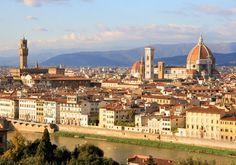 Firenze i Italien er altså ikke som andre storbyer - den er næsten et kunstværk i sig selv! Byen bugner i hvert fald af kunst, kultur og arkitektur i verdensklasse. Der er smukkest ved floden, hvor smukke broer forbinder de to sider af byen.