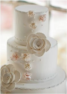 meravigliosa torta nuziale in stile vintage.