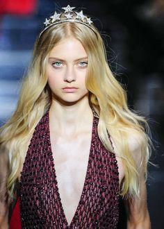 Nastya Kusakina for Zuhair Murad Fall 2015 Couture Nastya Kusakina, Russian Models, Zuhair Murad, Business Fashion, Catwalk, Beautiful Women, Hair Accessories, Female, Lady
