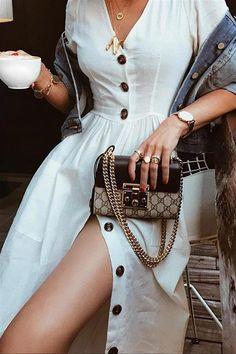 Tu armario te pide a gritos estos vestidos blancos (y aún no lo sabes) White Dress Summer, Little White Dresses, Summer Dresses, Vestidos Retro, Girl Fashion, Fashion Outfits, Types Of Fashion Styles, Timeless Fashion, Spring Outfits