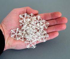 Paper Life – L'artiste Rogan Brown découpe des milliers de micro-organismes en papier   Ufunk.net