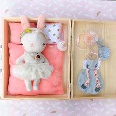3rd babybox ✨ the mom of this little babygirl is a professional balletdancer and she danced the Swan Lake !! Check the last picture , this is her! #swanlake #bunny #bunnybox #handmade #etsy #craftwork #meeniak