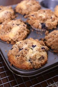 4 Points About Vintage And Standard Elizabethan Cooking Recipes! Big, Bakery Style Blueberry Muffins With A Buttery Crumb Topping Loaded With Juicy Blueberries. The Only Blueberry Muffin Recipe You Need Crumb Topping Recipe, Streusel Topping, Kolaci I Torte, Blueberry Recipes, Recipes With Blueberries, Blue Berry Muffins, Blueberry Crumb Muffins, Homemade Blueberry Muffins, Blueberry Bread