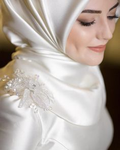 32 Trendy Ideas Bridal Shoot Makeup Make Up Hijabi Wedding, Wedding Hijab Styles, Muslimah Wedding Dress, Sheer Wedding Dress, Muslim Wedding Dresses, Muslim Brides, Best Wedding Dresses, Muslim Girls, Wedding Bride