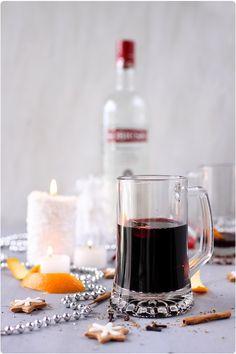 Le glögg est un vin chaud d'origine Scandinave, à base d'épices et de vodka. C'est une boisson traditionnelle que l'on boit durant la période des fêtes de