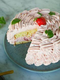 Rosa jordgubbstårta | Brinken bakar