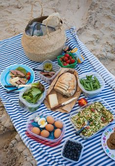Best Picnic Foods (Cold Picnic Barbecue Chicken Recipe),The Best Picnic Foods (BBQ Chicke. The Best Picnic Foods (Cold Picnic Barbecue Chicken Recipe), The Best Picnic Foods (Cold Picnic Barbecue Chicken Recipe), Romantic Picnic Food, Beach Picnic Foods, Picnic Date Food, Best Picnic Food, Beach Meals, Picnic Time, Picnic Ideas, Picnic Parties, Picnic Recipes