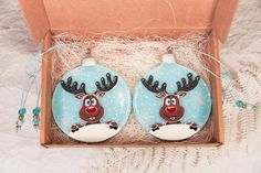 Items similar to Reindeer & Owl; Home Decor; Funny Christmas on Etsy Christmas Design, Christmas Art, Christmas Humor, Christmas Tree Decorations, Christmas Bulbs, Funny Christmas Messages, Glass Christmas Balls, Fused Glass Ornaments, Stained Glass Paint