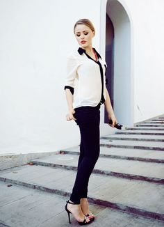 black and white chiffon blouse with skinny jeans